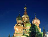 Katedrála bazalky požehnal v moskvě v noci — Stock fotografie