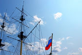 Mast sailing ship and a Russian flag — Стоковое фото