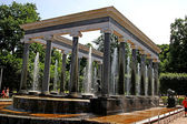Fountain in Peterhof sculpture in the form of colonnade in Peter — Stock Photo
