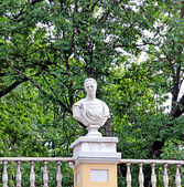 Sculpture of ancient man in St. Petersburg — Stock Photo