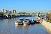 Pleasure boats on the river Moscow in Moscow — Stock Photo