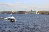 Pleasure boats on the Neva River in St. Petersburg — Stock Photo