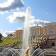 Fountain with a figure of Samson and the lion in St. Petersburg — Stock Photo #45791543