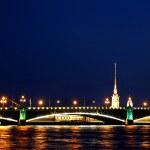Drawbridge in St. Petersburg at night — Stock Photo #48393759