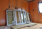 Installation of plastic windows in the frame house — Stock Photo