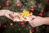 Gift delivery between a man and a woman — Stock Photo