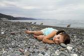 Adorable girl asleep on the coast — Стоковое фото
