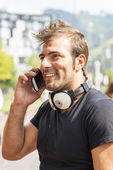 Smiling man talking by phone. — Stock Photo
