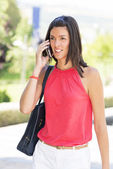 Smiling young woman talking by phone. — Stock Photo