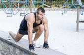 Athletic man preparing to the run. — Stock Photo