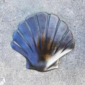 Shell simbol of the Santiago in Bizkaia, Basque Country, Spain. — Stockfoto