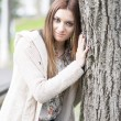 Portrait of attractive girl embracing big tree. — Stock Photo