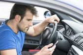 Man driving and looking message in his smart phone. — Stock Photo