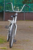 White bicycle — Stockfoto
