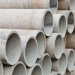 Foto Stock: Stacked concrete pipes