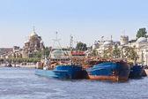 货物运输船舶在泊位 — 图库照片