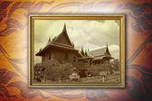 Tajlandia stary dom w złotej ramie. — Zdjęcie stockowe