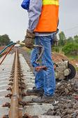 Trabajadores preparando el equipo para el mantenimiento de las trenes-edit. — Foto de Stock