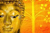 Tayland altın buddha heykeli altın arka plan desenleri. — Stok fotoğraf