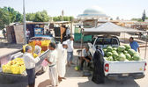Street market in Bir Al Huffay — Stock Photo