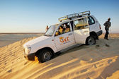 Jeep in desert Sahara — Stock Photo