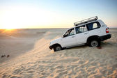 Jeep in the Sahara desert — Stock Photo