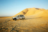 Jeep in Sahara — Stock Photo