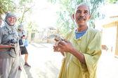 Man holding desert monitor in Tozeur Zoo — Stock Photo