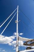 大型双体船船的桅杆 — 图库照片