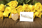 "Flower and a card ""Be my Valentine"" — Stock Photo"