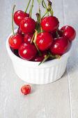 Recién recogido cerezas — Foto de Stock