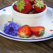 Strawberries and cornflowers — Stock Photo
