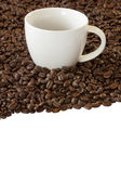 Kaffeetasse und gerösteten Bohnen — Stockfoto