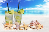 Fresh Mojito Cocktail on the Beach — Stock Photo
