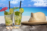 Tropical Mojito Cocktail on the Beach — Stock Photo