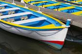 гребные лодки на причале — Стоковое фото