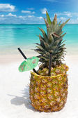Tropical Pineapple drink in the sand — Foto Stock