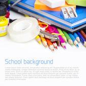 Fournitures scolaires sur fond blanc — Photo