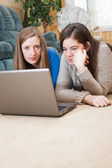 Two girls using laptop — Stockfoto