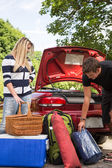 Packing the car — Stockfoto