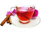 与野玫瑰和肉桂打孔鸡尾酒茶饮料 — 图库照片