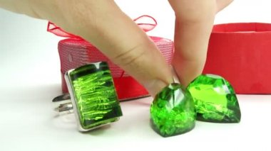 Jewelery emerald ring and earrings in red box as present — Stock Video