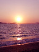 Pink sunset in mediterranean sea — Stock Photo