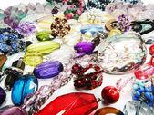 Jóias de pérolas cristais como pano de fundo da forma — Fotografia Stock