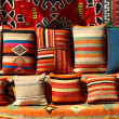 Background of multi-colored pillows on display - Foto Stock