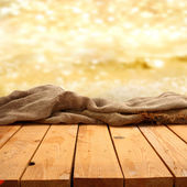 Prázdná tabulka s oranžové pozadí — Stock fotografie