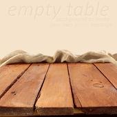 Dřevěný stůl a krém prostor — Stock fotografie