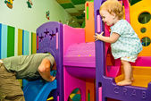 Father with daughter 1,5 years old play in game complex — Stok fotoğraf