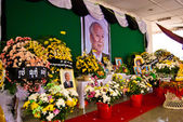 File photo of Norodom Sihanouk, wreaths and bunches of flowers — Stock Photo