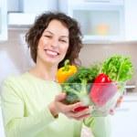 美しい若い女性は健康な食糧 — ストック写真